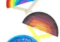 Pappteller Fans für den Frühling und Sommer. Diese Handfächer
